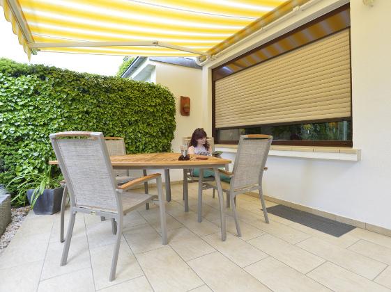 Terrasse Mit Markise Und Rollladen Bild Größer Anzeigen
