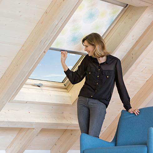 holz dachfenster verleihen dachr umen charakter energie fachberater. Black Bedroom Furniture Sets. Home Design Ideas