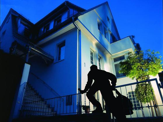 mit sicheren fenstern und t ren bleibt es beim einbruch versuch energie fachberater. Black Bedroom Furniture Sets. Home Design Ideas