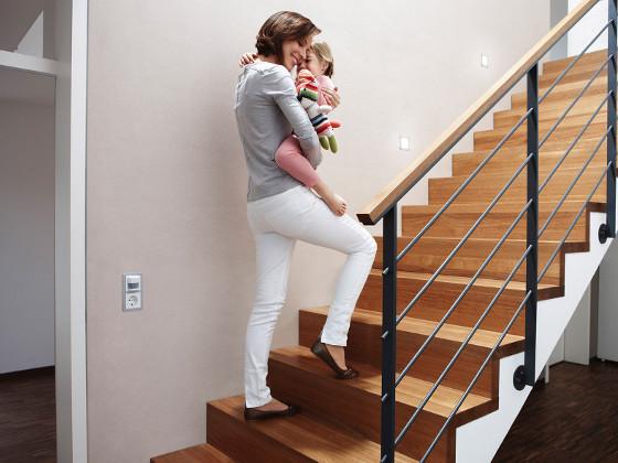 Beleuchtung Treppe mehr komfort beleuchtung automatisch steuern energie fachberater