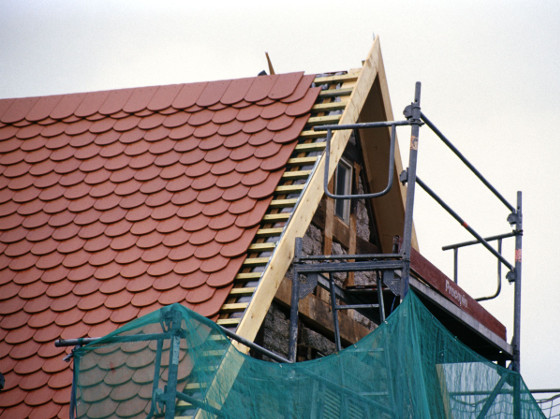 KfW-Förderung schließt auch neue Dacheindeckung ein ...