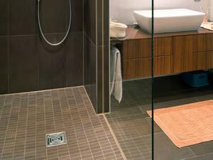 Fußboden Im Badezimmer Alternativen Zu Fliesen ~ Sanierung von fliesen auf fußbodenheizung energie fachberater