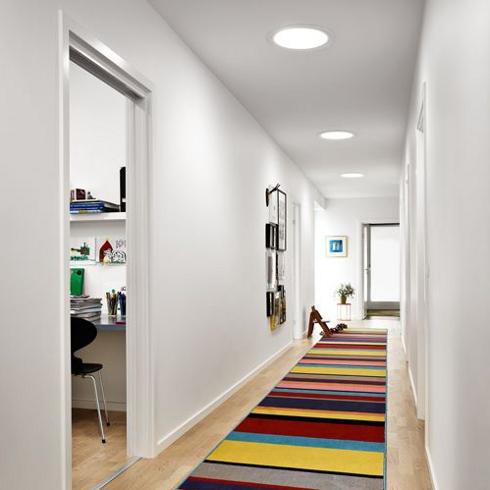 tageslicht spot bringt nat rliches licht in innenliegende. Black Bedroom Furniture Sets. Home Design Ideas